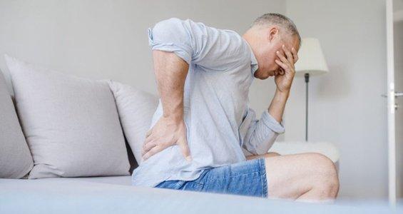 Mal di schiena: come combatterlo a letto